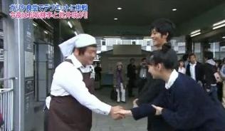 武井咲の韓国式握手