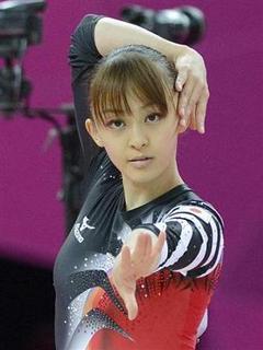体操選手田中理恵の演技