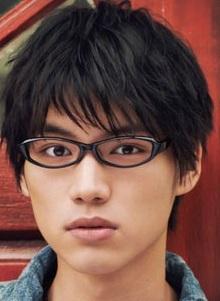 福士蒼汰のメガネ姿
